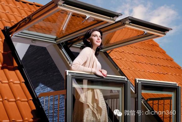 光影装置开始使用一种自创的材料作为玻璃表面的薄膜,可以穿透阻断,渗入阳光,形成空间里面的日光的投影。薄膜上面三角形的网格依次从透明渐变成不透明,并因此打断或者穿过日光。图形的阴影投射到地板上,墙面上和天花板上,展现着几何的风型,穿过在另外一端的玻璃,整个图案变化非常有规律,就像是室外传感器已经被经过精心设计和测量。 相信如果能够真的身处这样的房间中,绝对会对这种可以根据环境自由变换透明度的玻璃感到惊奇。而这种涂有智能皮肤的窗户在经过万花筒一般的变化,从侧面反映出天气的变化,让人赞叹不已。 六、没有窗的窗